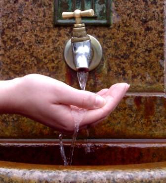 tap water faucet