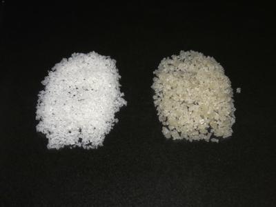 Comparing white fleur de sel (left) with the coarse salt from the salterns of Guérande (Wikimedia Commons)